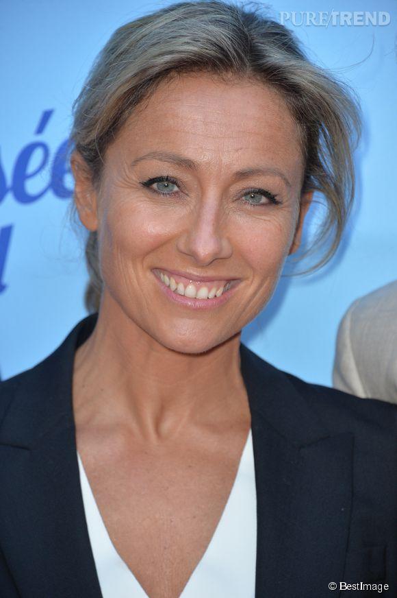 """Anne-Sophie Lapix fait ses premiers pas au cinéma dans une comédie intitulée """"Bon rétablissement"""" de Jean Becker. La bande-annonce vient à peine d'être dévoilée !"""