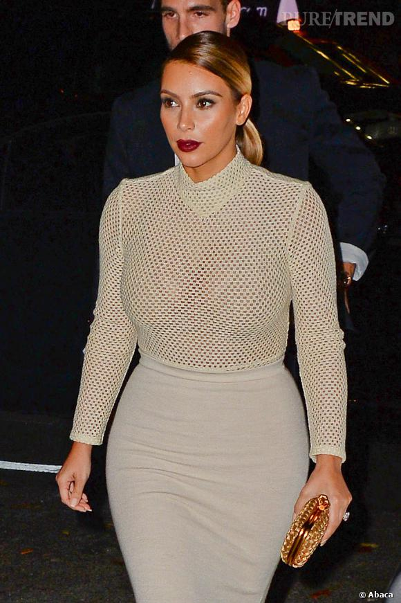 Kim Kardashian et sa camisole nude.
