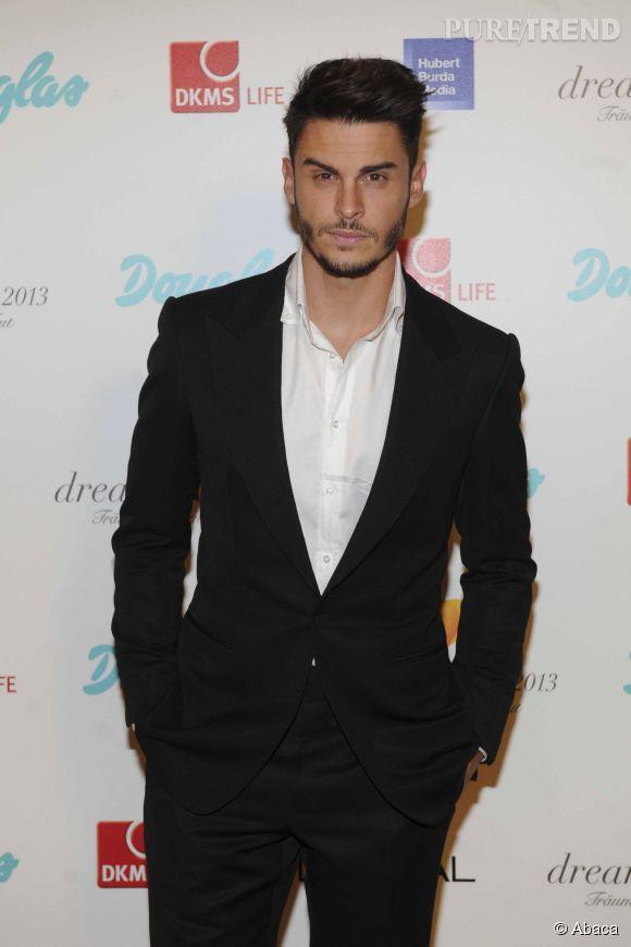 Baptiste Giabiconi, le costume lui va si bien.