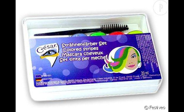 Le mascara pour cheveux, un incontournable dans les années 90.