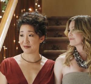 """Ellen Pompeo et Sandra Oh dans la série """"Grey's Anatomy""""."""