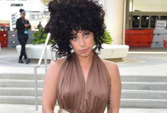 Lady Gaga : sans soutien-gorge, alerte tétons !