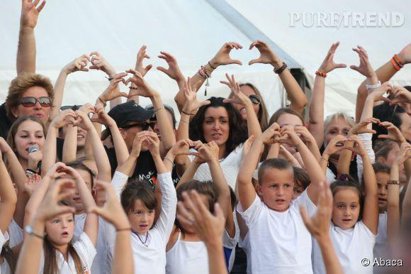Jenifer et les enfants de la chorale de La Marie Do à Ajaccio.