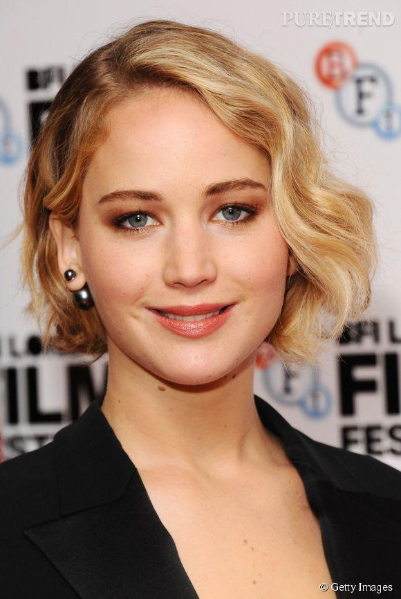 """Jennifer Lawrence, canonissime et rétro pour """"Serena""""..."""