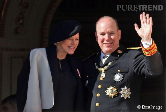 Charlene de Monaco, absolument rayonnante, aux côtés de son prince Albert II de Monaco lors de la fête nationale du Rocher, ce mercredi 19 novembre 2014.