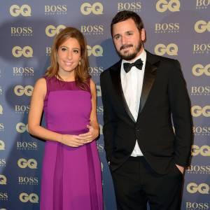 Léa Salamé porte une longue robe violine lors de la soirée GQ Men of The Year .