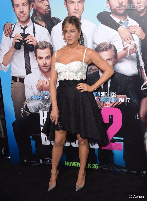 """Jennifer Aniston, sexy hier à l'avant-première de """"Comment tuer son boss 2"""" à Los Angeles."""