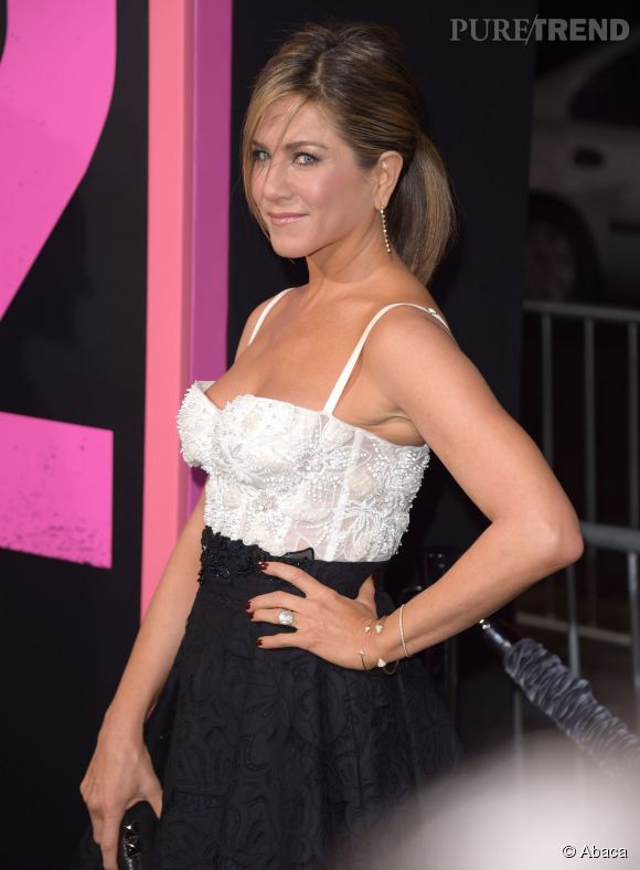 """Jennifer Aniston joue le rôle d'une dentiste nympho dans """"Comment tuer son boss 2""""."""